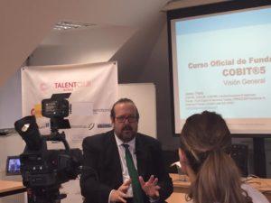 Javier Peris entrevistado por la Televisión Pública del País Vasco ETB con motivo de las Jornadas de Formación que se llevaron a cabo junto al Ayuntamiento de Bilbao por parte de APMG Internacional junto al Club del Talento sobre el Marco de Negocio para el Gobierno y la Gestión de Tecnologías de la Información COBIT 5 de ISACA